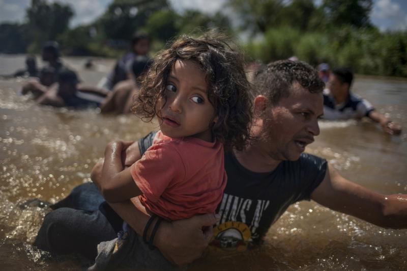 Migrant River Crossing Guatemala Mexico Border